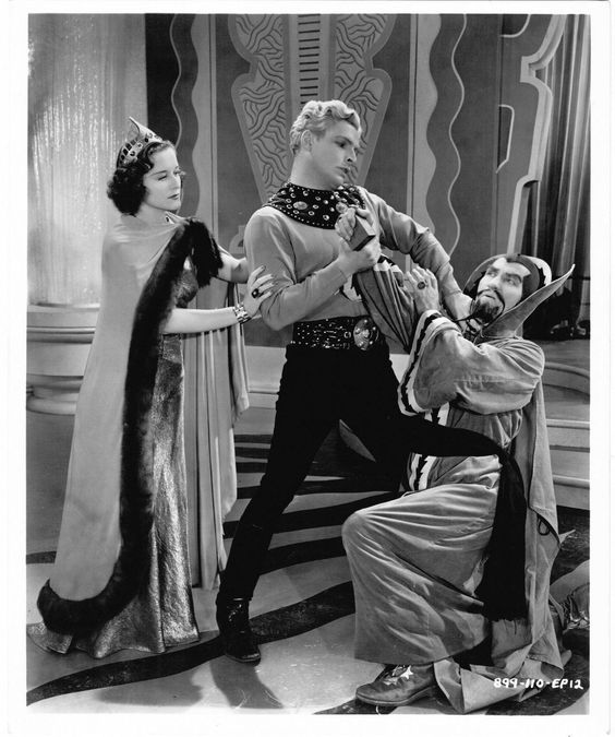 A scene from one the 1930's Flash Gordon serials with Larry 'Buster' Crabbe.